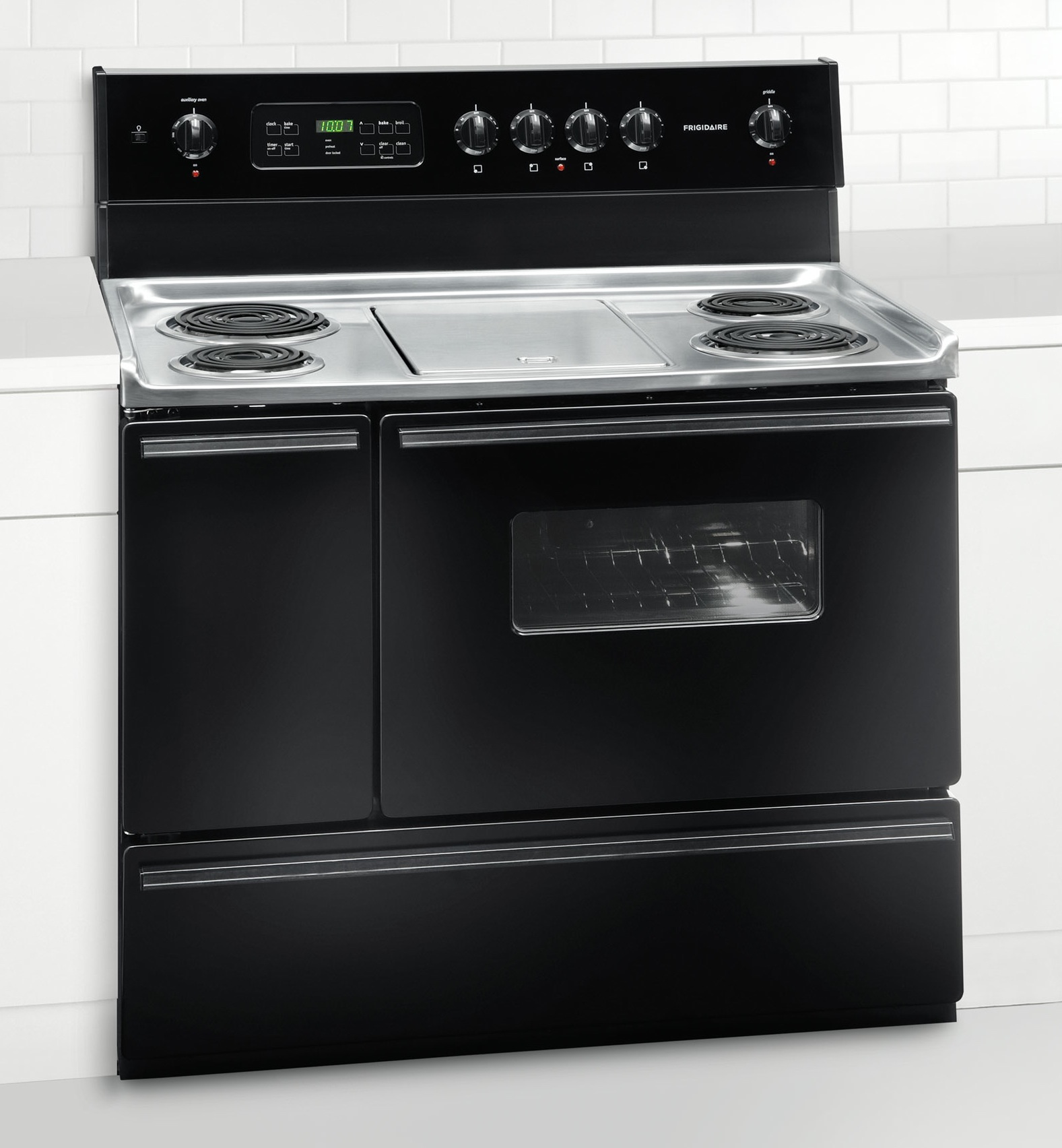 new frigidaire black 40 freestanding electric 40 inch. Black Bedroom Furniture Sets. Home Design Ideas
